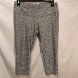 Nike Dri- Fit Capris Leggings L